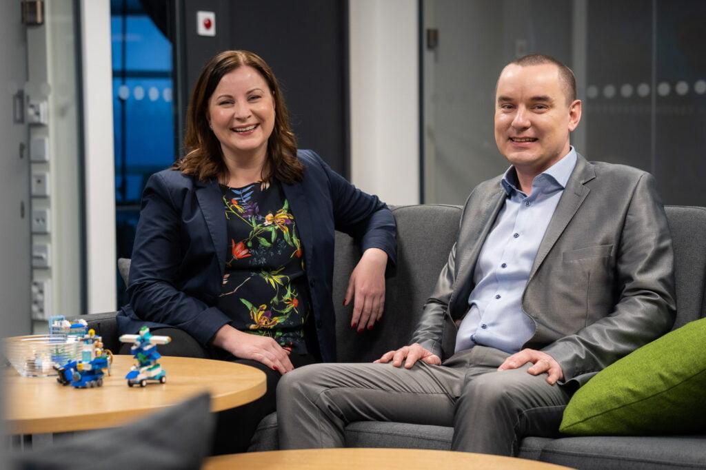 Liiketoimintajohtaja Tanja Uotila ja ohjelmistokehityksen johtaja Tapani Talvitie
